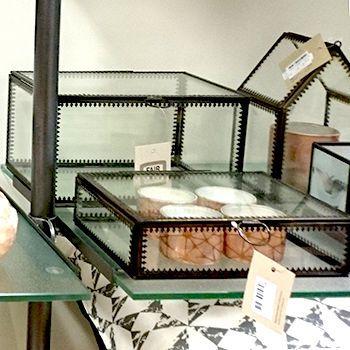 Kleine Glazen Vitrinekastjes.Wereldwinkel Schoonhoven Nieuws